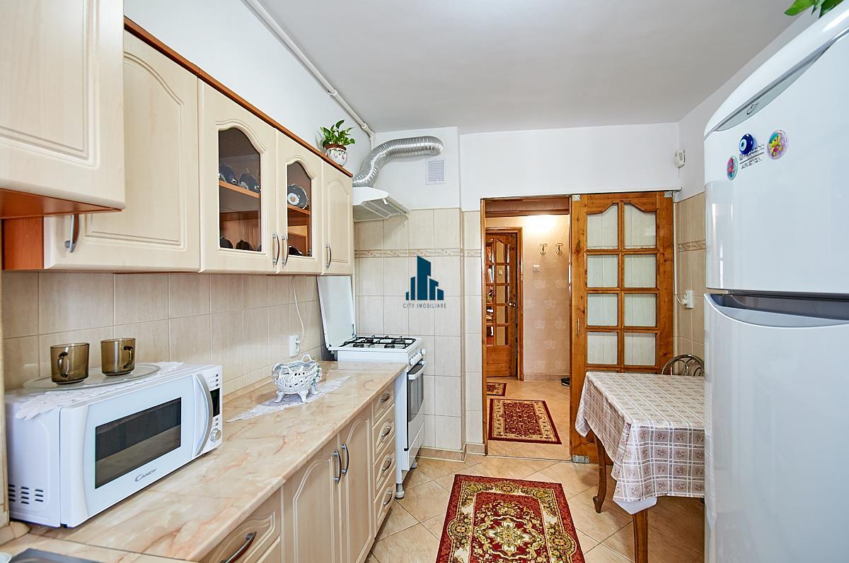 Apartament 3 camere, S72 mp, str. Izlazului 18