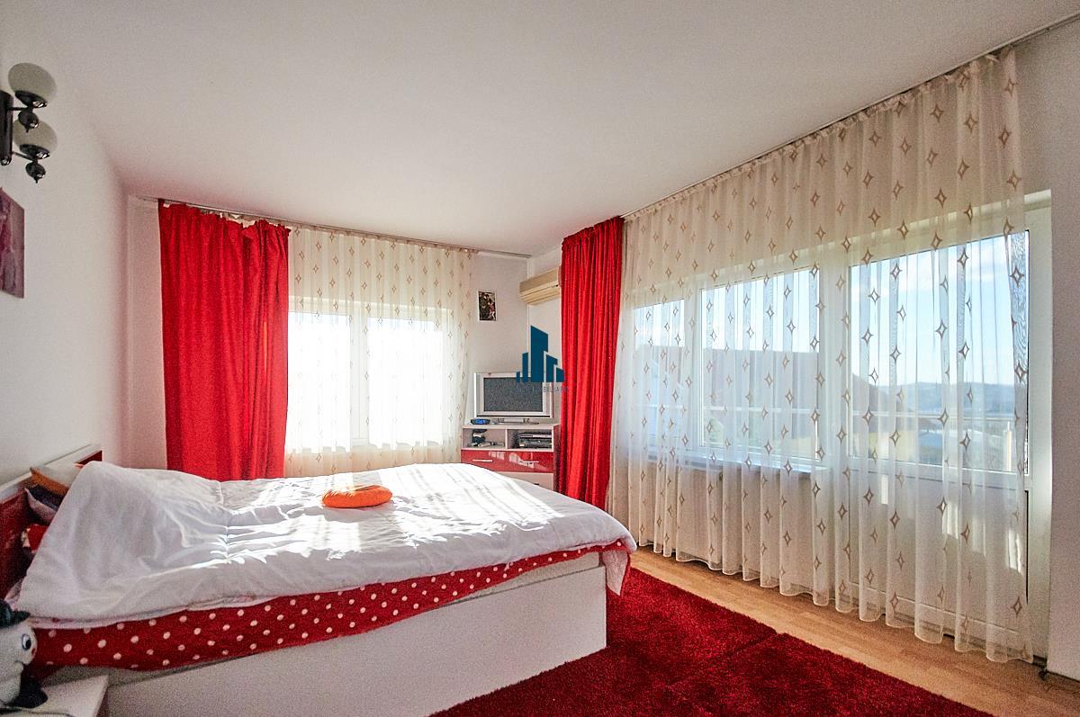 Casa cu 7 camere, S460 mp, teren 1000mp., Zorilor.