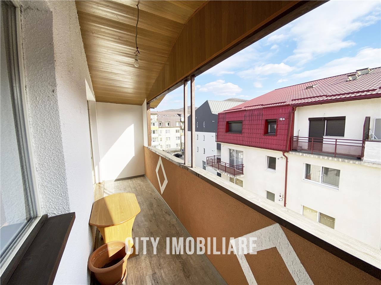 Apartament cu 3 camere  S:84mp+ 7mp balcon, Florilor. Comosion 0