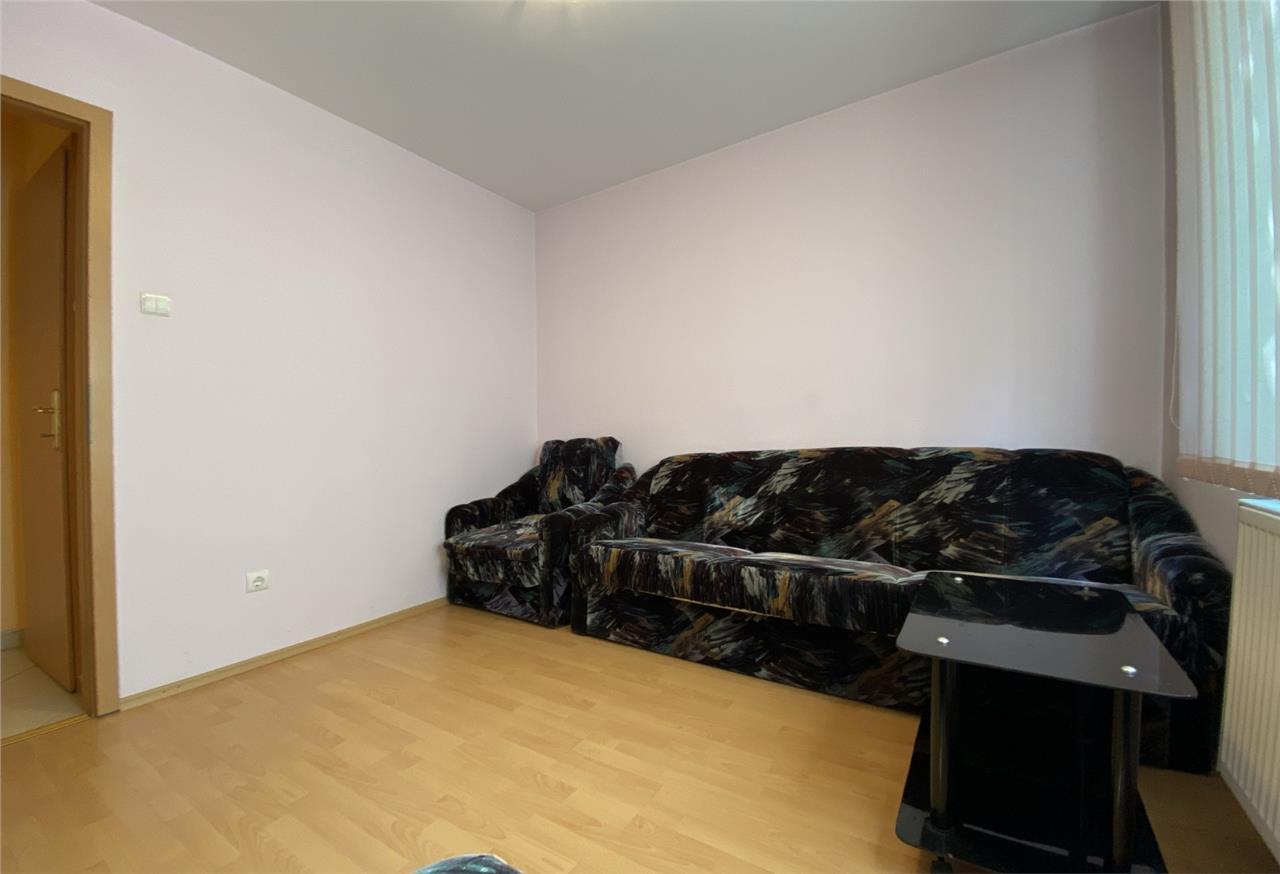 Apartament 3 camre, semidecomandat, mobilat, utilat, Manastur.