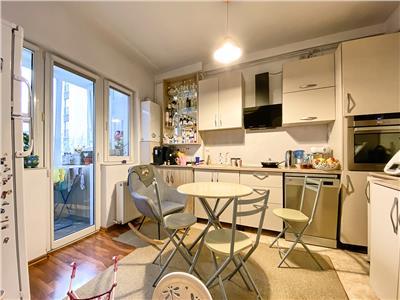 Apartament 2 camere, decomandat, mobilat, parcare, zona Golden Tulip