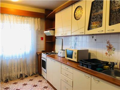 Apartament 4 camere, decomandat, mobilat, zona UMF.