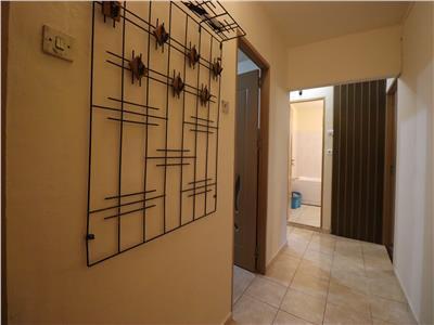 Apartament, 2 camere, decomandat, mobilat, zona Semicentrala.