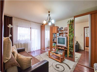 Apartament cu 4 camere decomandat, etaj 1/4, Intre Lacuri