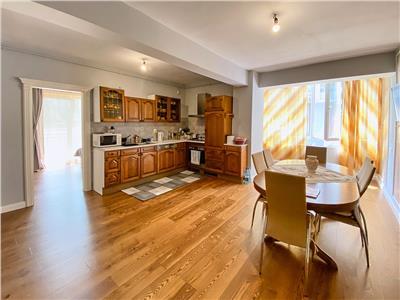 Apartament 3 camere, mobilat, utilat, S- 63mp+19mp balcon, Bloc Nou, zona Vivo.