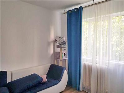 Apartament 3 camere, S-52mp+ 3mp balcon, etaj intermediar. Manastur.