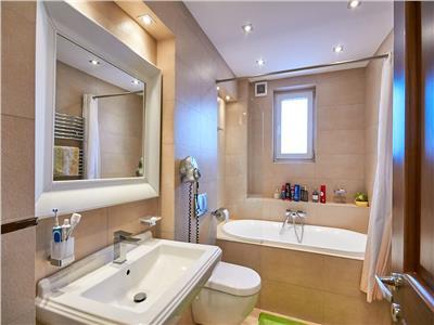 Apartament 3 camere, 92 mp, LUX, cu garaj subteran, Andrei Muresanu