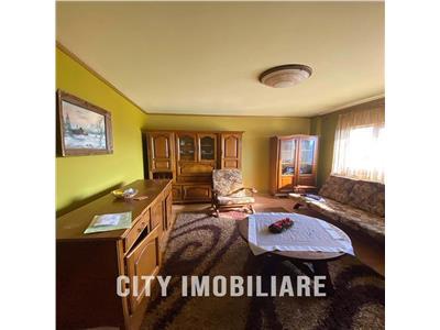 Apartament 4 camere S-93mp + 2 balcoane Decomandat, str. Bucuresti