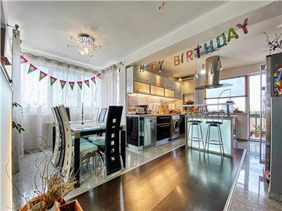 Apartament 3 camere LUX, S-98mp+12 mp. balcon+parcare
